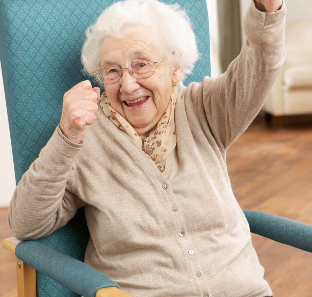Personne âgée souriante - Domani